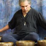 Méditation avec des bols tibétains