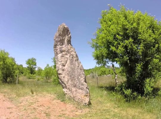 Bélinac, menhir de Bélinac, Lot, haut lieu vibratoire, vidéo vibratoire